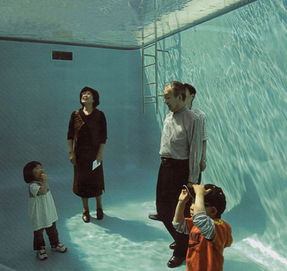 Swimming-Pool-Illusion-by-Leandro-Erlich-3