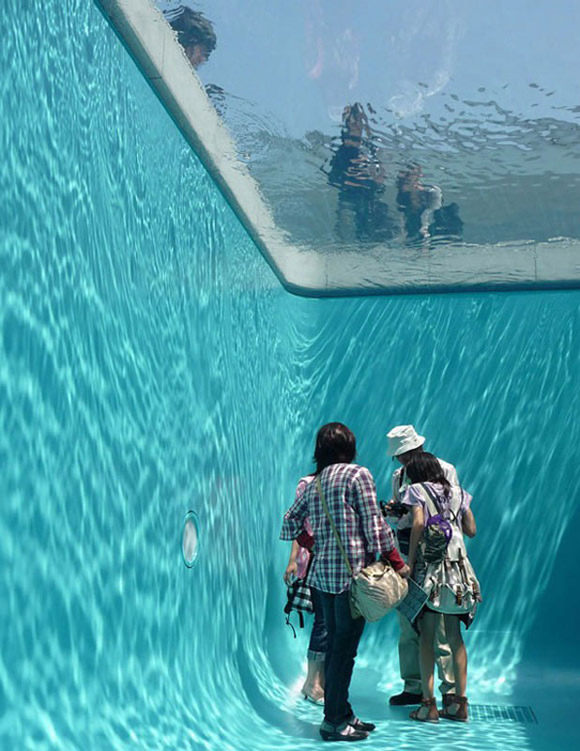 Swimming-Pool-Illusion-by-Leandro-Erlich